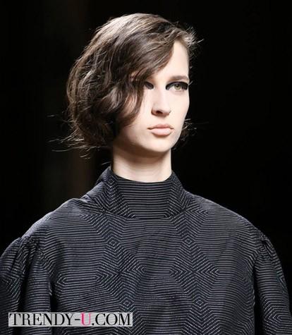 Стрижка асимметричный боб на подрощенные волосы осень-зима 2014-2015