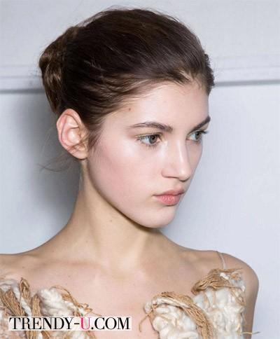 Модная прическа пучок осень-зима 2014-2015 от Altuzarra