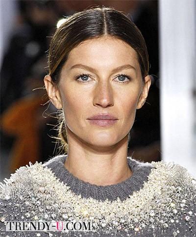 Модные прически на длинные волосы осень-зима 2014-2015: прямой пробор by Balenciaga