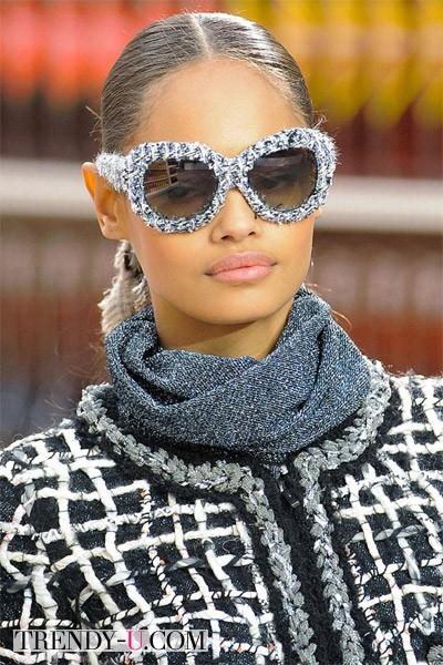 Модные прически на длинные волосы осень-зима 2014-2015: прямой пробор от Chanel