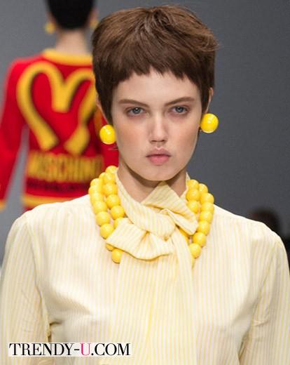 Модная стрижка боб на модели Линдси Виксон осень-зима 2014-2015