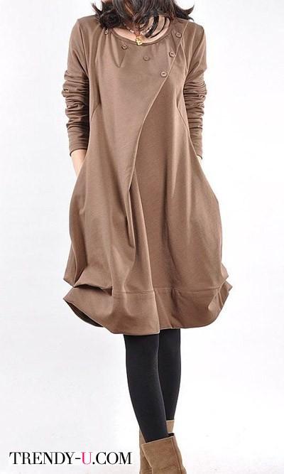 Платье орехового цвета и черные колготки