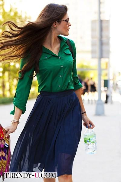 Синяя юбка - зеленая рубашка