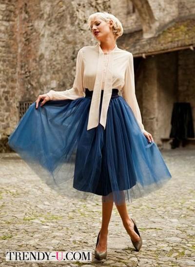 Синяя пышная юбка и нарядная блузка
