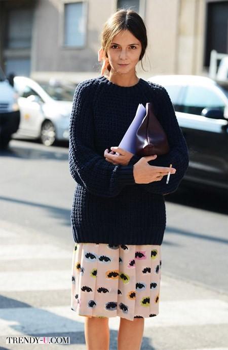 Свитер плотной вязки - шелковая юбка