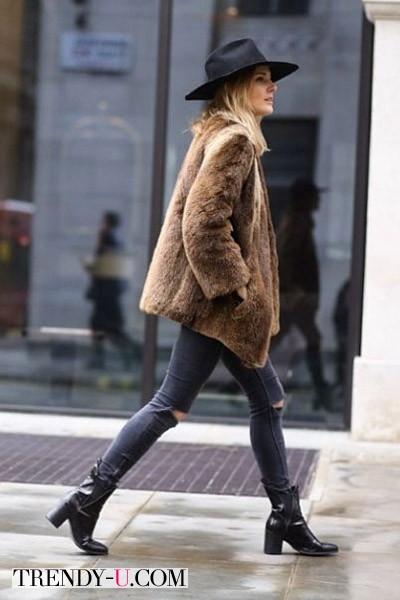 Искусственная шуба на уличной моднице