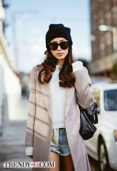 Пальто в сочетании с шортами
