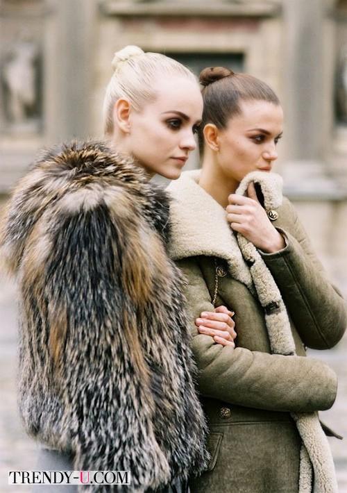 Подруги зимой одеты в тон:)