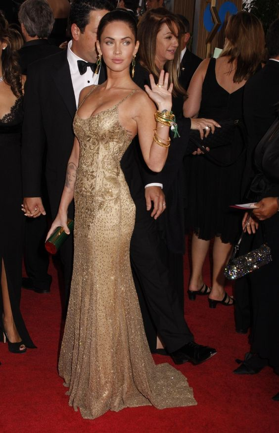 Меган Фокс в золотистом вечернем платье