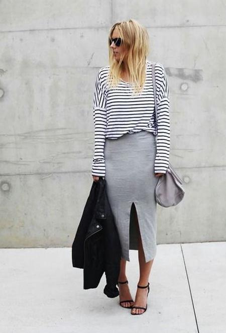 Серая юбка, тельняшка и черная сумка