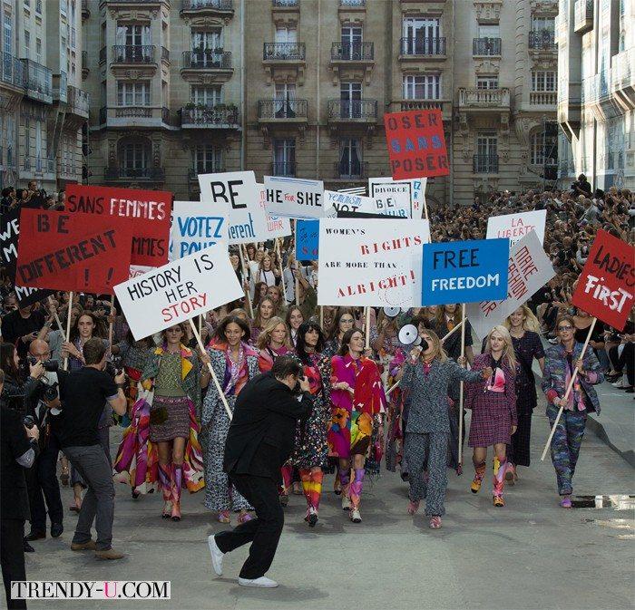 Мирная демонстрация на показе коллекции Chanel весна-лето 2015