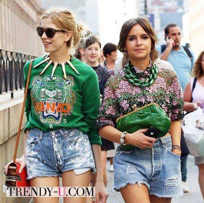 Мирослава Дума с подругой в свитшотах в Нью-Йорке