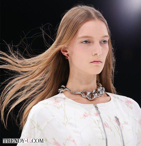 Распущенные волосы на показах Christian Dior 2015
