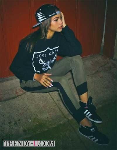Девушка в спортивной одежде