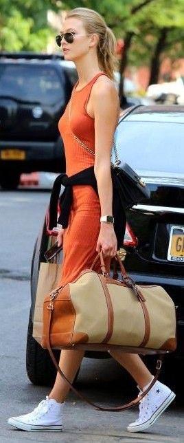Оранжевое платье: образ в повседневном стиле