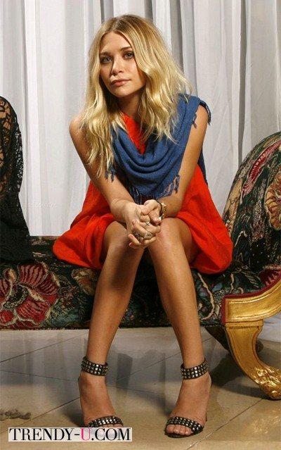 Эшли Олсен в оранжевом платье