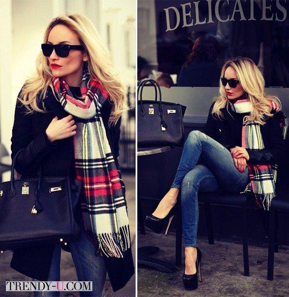 Черное пальто в сочетании с шарфом