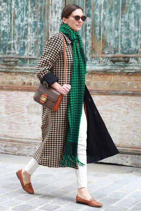 Клетчатое пальто и длинный шарф