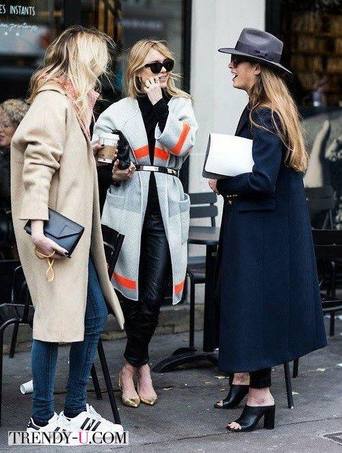 Девушки в модных пальто