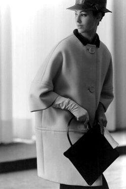 Пальто-кокон от Balenciaga