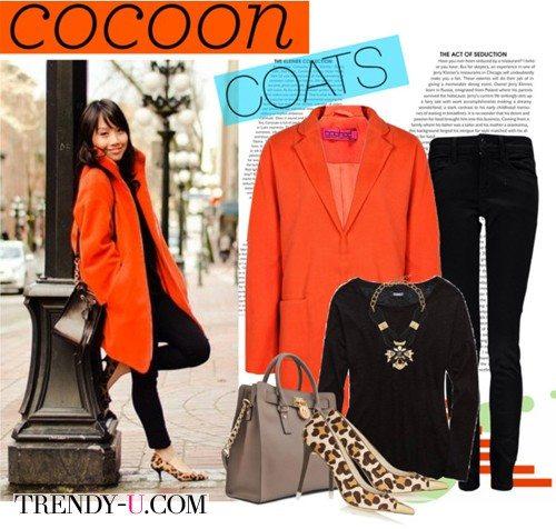 Девушка невысокого роста в оранжевом пальто-коконе
