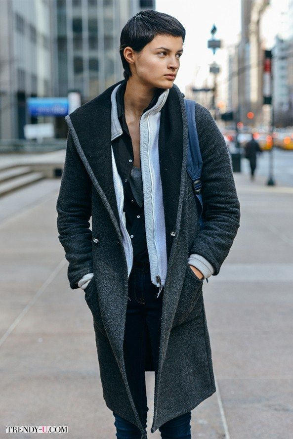seroe-palto-jeansy-foto