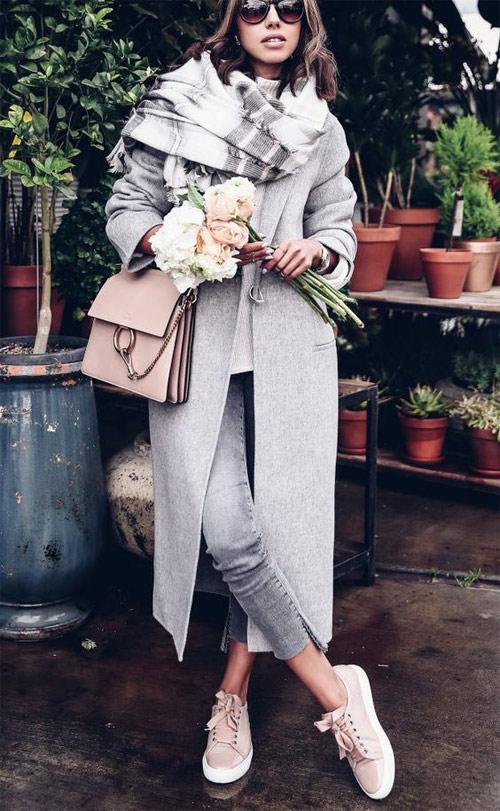С чем носить серое пальто: шарф, обувь, аксессуары