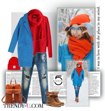 Ярко-голубое пальто и джинсы