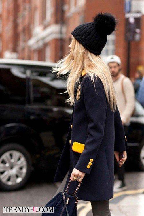 Темно-синее пальто и шапка: после 35 лет шапка с бубоном не рекомендуется!