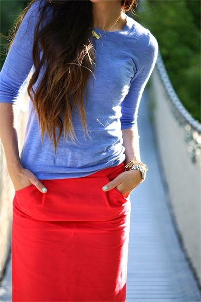 Красная юбка - голубой лонгслив