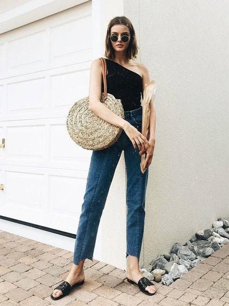Круглая плетеная сумка для лета 2018