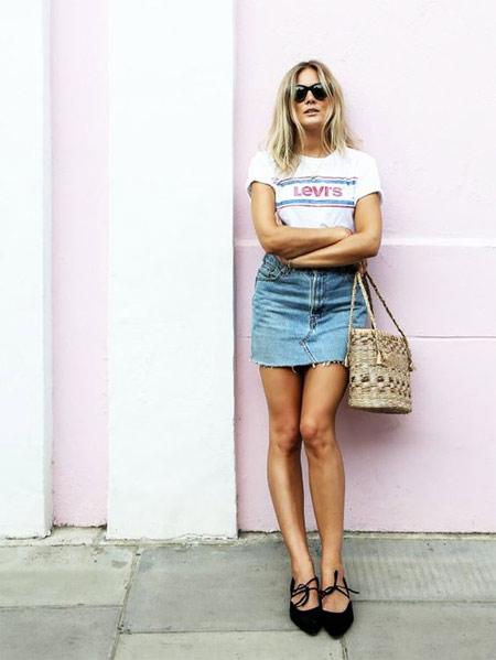 Соломенная сумка: носить можно с джинсовой юбкой и футболкой