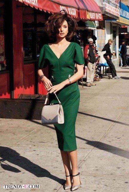 Миранда Крр в платье изумрудного цвета