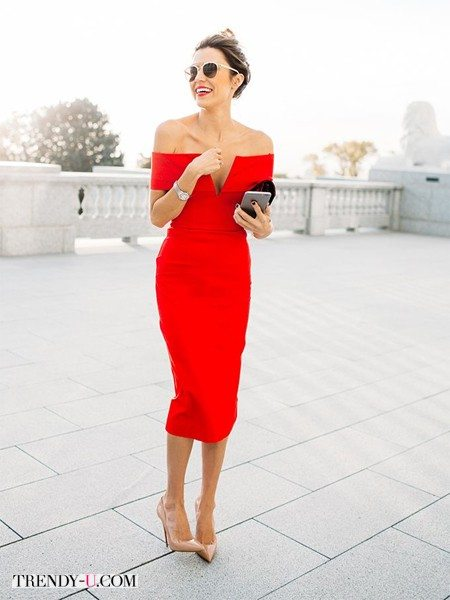 Модное красное платье с открытыми плечами