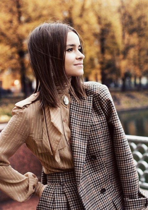 Блузка в стиле ретро и костюм в английском