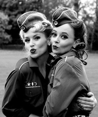 Девушки 40-х тоже складывали губы уточкой.