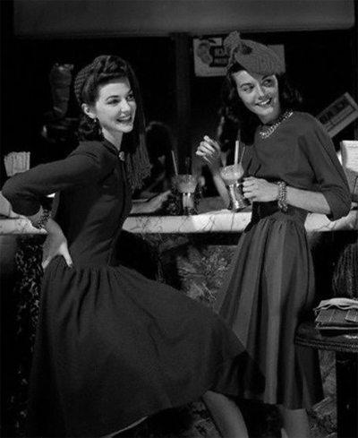 Девушки 40-х в модных платьях