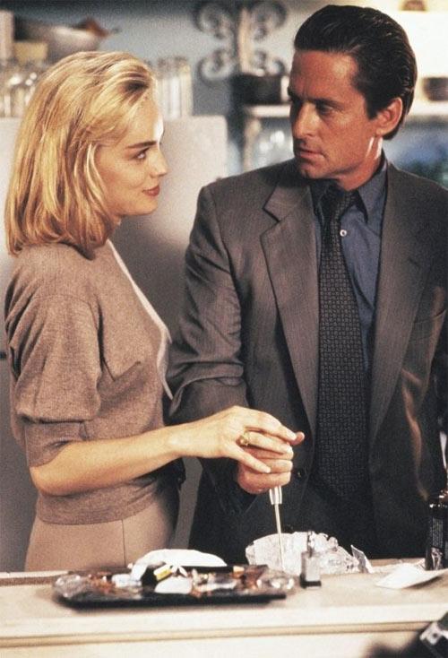 """Кадр из фильма """"Основной инстинкт"""". Шэрон Стоун и Майкл Дуглас"""