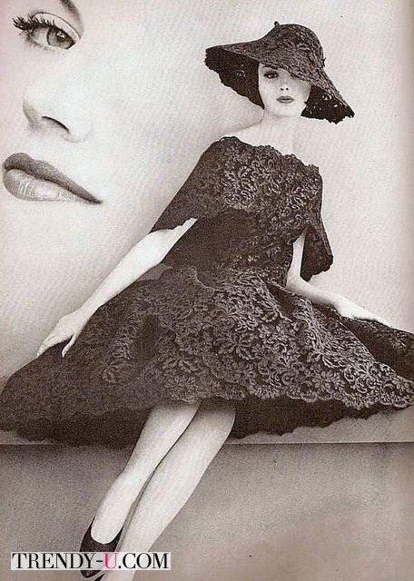 Кружевное платье и шляпка от Баленсиага