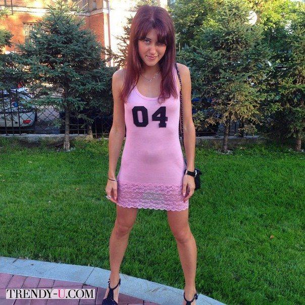 Розовое платье-майка