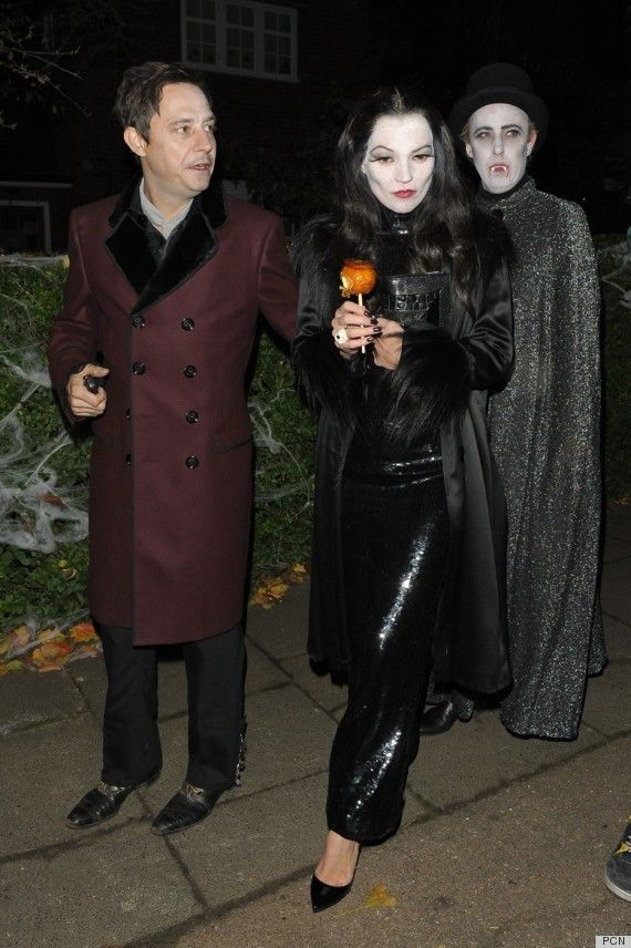 Кейт Мосс с мужем в костюмах семейки Аддамс