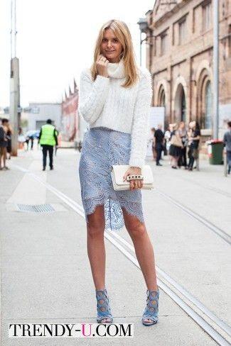 Свитер с высоким горлом и кружевная ассиметричная юбка