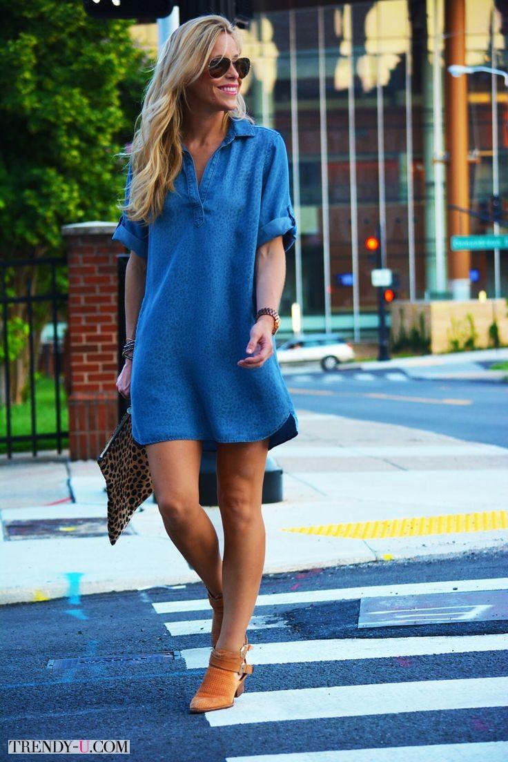 Джинсовое платье-рубашка и леопардовый клатч