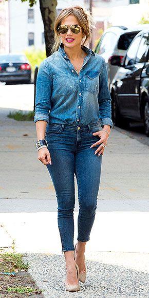 Дженнифер Лопес в джинсах и джинсовой рубашке