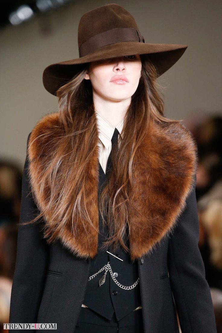 """Модное """"почти мужское"""" пальто с меховым воротником"""