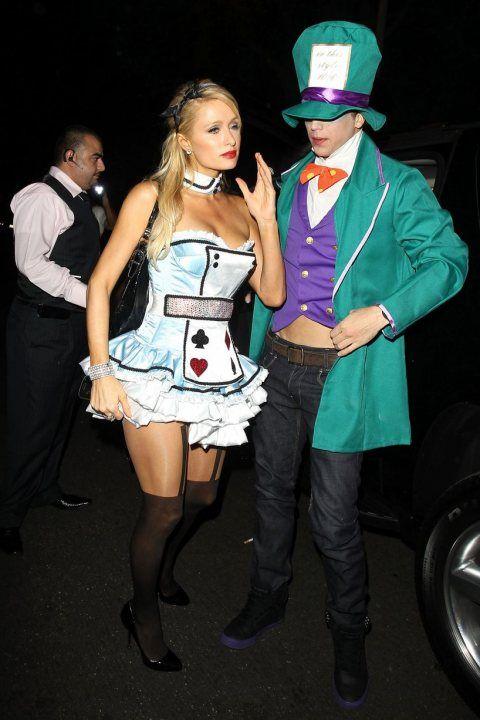 Перис Хилтон в костюме карточной королевы на Хеллоуин