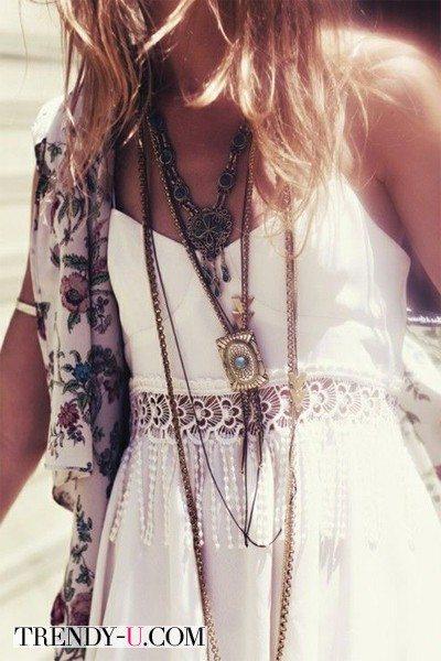 Платье и украшения с стиле хиппи