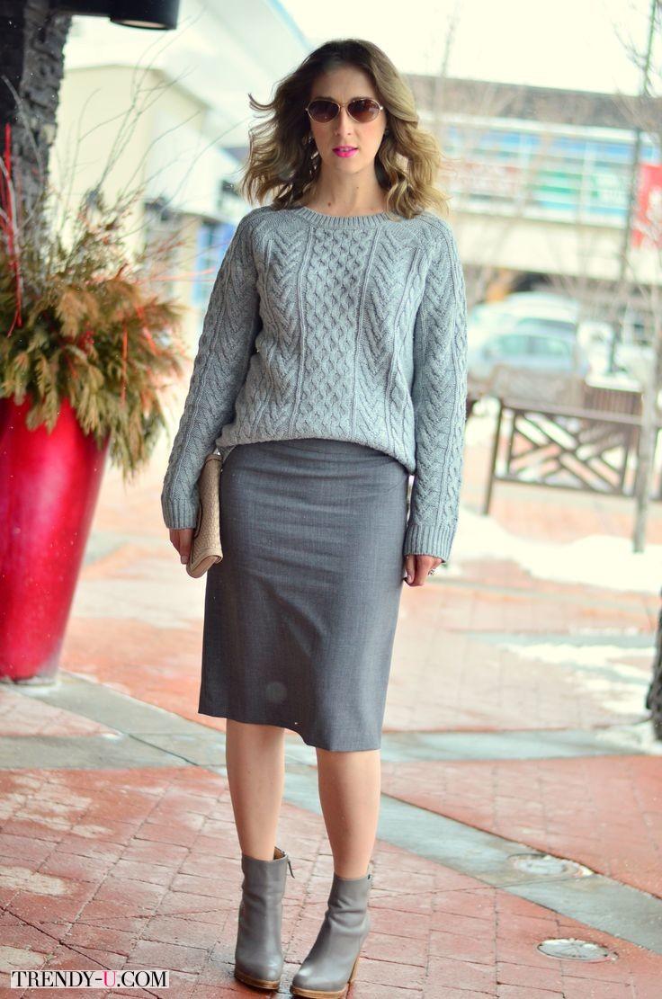 Рельефный свитер, юбка-карандаш и ботильоны