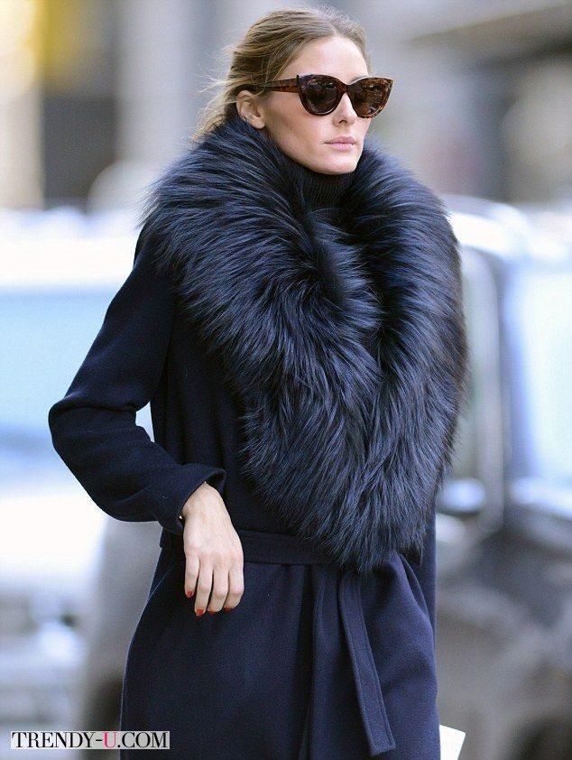 Зимнее пальто с меховым воротником на Оливии Палермо