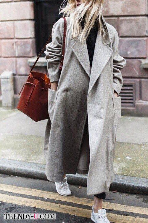Серое пальто оверсайз в сочетании с белыми кроссовками b869accc4cb57